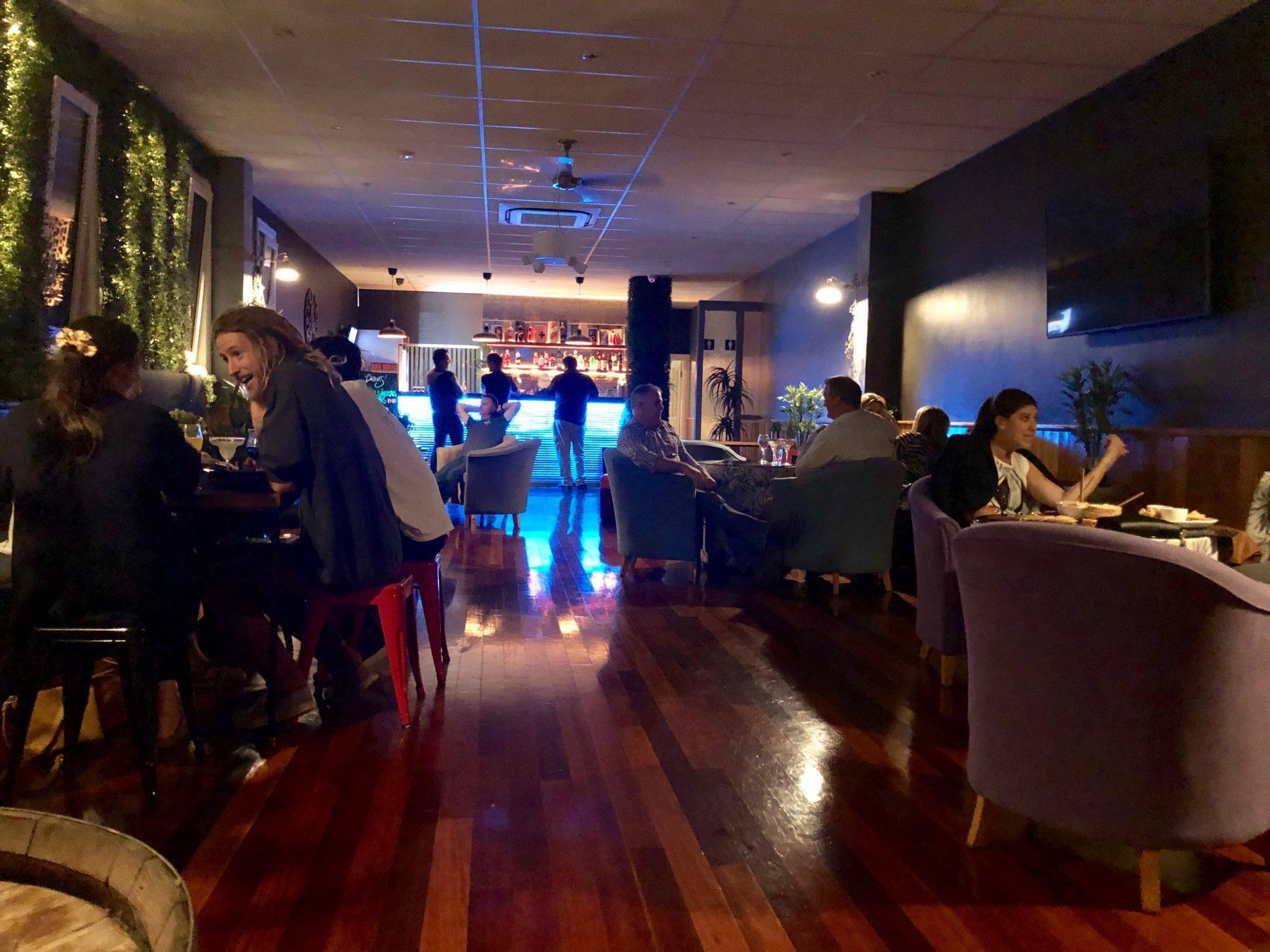 R Bar & Lounge