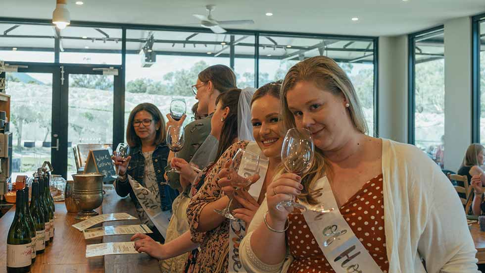 Kangaroo Hopping Tours – Private Hens Winery Tours Yarra Valley